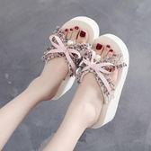 人字拖沙灘鞋女夏網紅同款拖鞋外穿時尚海邊人字拖厚底新款坡跟涼拖麥吉良品