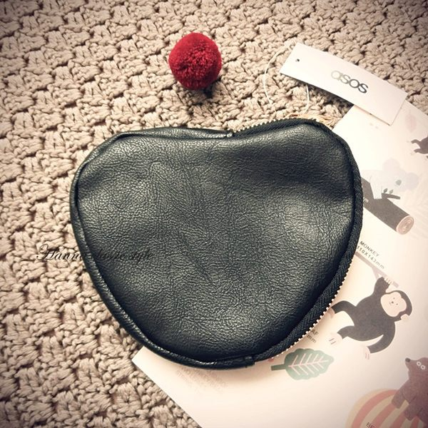 《花花創意会社》 外流。時髦黑色愛心造型仿皮大零錢卡包【H4351】