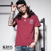 【BTIS】施洗者草寫文字 V領T-shirt / 酒紅色