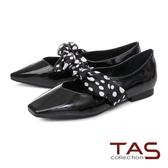 TAS 復古圓點緞布繫帶漆皮平底娃娃鞋-復古黑