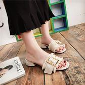 嚴選鉅惠限時八折皮帶扣一字拖女2018春夏季新款韓版時尚中粗跟露趾外穿百搭涼拖鞋