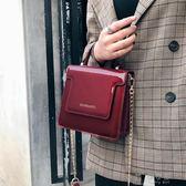 手提包包 ins超火包包女新款韓版手提時尚漆皮百搭鍊條單肩斜背小方包 俏女孩