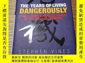 二手書博民逛書店THE罕見YEARS OF LIVING DANGEROUSLY