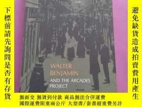 二手書博民逛書店The罕見Dialectics of Seeing: Walter Benjamin and the Arcade
