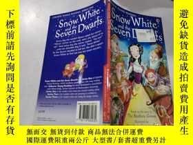 二手書博民逛書店snow罕見white and the seven dwarfs:白雪公主和七個小矮人Y200392