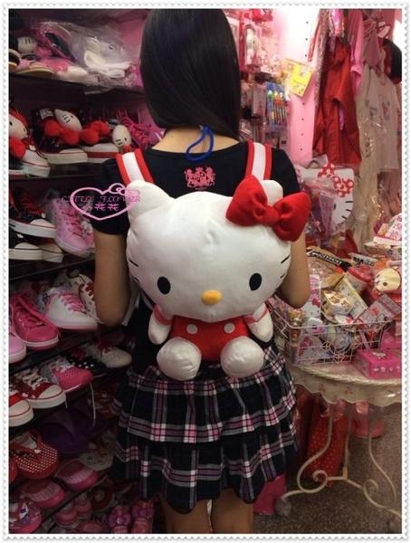 小花花日本精品♥ Hello Kitty 玩偶後背包 絨毛娃娃布偶 紅色坐姿條紋