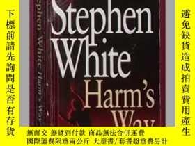 二手書博民逛書店英文原版罕見Harms s Way by Stephen Wh