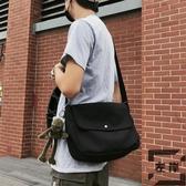 男士小挎包休閒韓版側背肩背包日系斜背包帆布郵差包【左岸男裝】