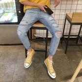 男士破洞夏季不規則牛仔褲男正韓潮流九分小腳褲淺藍色9分褲 森雅誠品