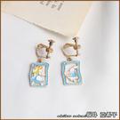 『坂井.亞希子』插畫風愛麗絲與白兔不對稱紙牌造型耳環