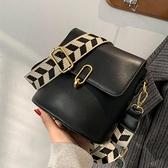 高級感包包2021新款潮時尚流行洋氣側背女包斜背包百搭ins水桶包 韓國時尚週