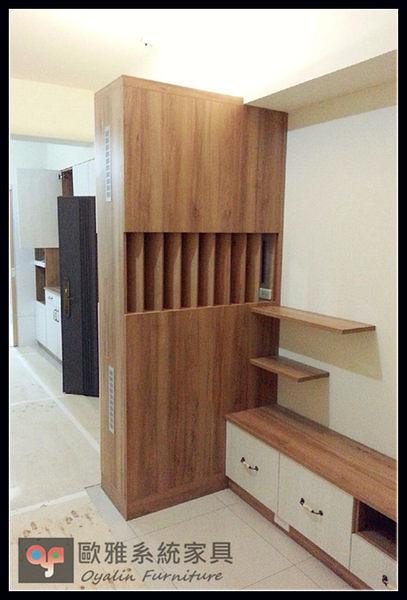 【歐雅 系統家具 】入口玄關屏風隔柵搭配電視牆