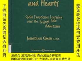二手書博民逛書店Educating罕見Hearts And Minds: Soc