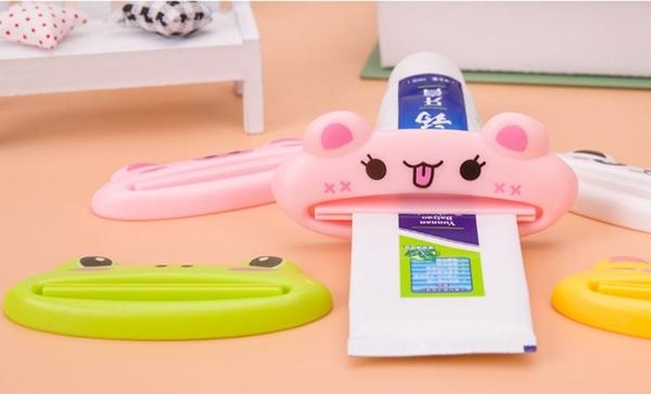 現貨/擠牙膏器 韓版創意時尚卡通手動牙膏擠壓器懶人化妝品洗面奶擠壓器【Mr.1688先生】