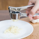 ♚MY COLOR♚手動不鏽鋼壓蒜器 廚房 搗蒜 蒜蓉 料理 烹飪 涼拌 調味料 餐飲 用餐 專業 【L003-1】