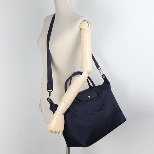 LONGCHAMP短提把兩用中型尼龍水餃包(深藍色-含帕巾)480166-006