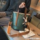 高級感包包洋氣女包2019新款潮韓版百搭斜背包復古時尚手提水桶包  印象家品