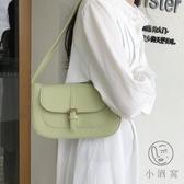 側背包女百搭手提包法棍包復古腋下包【小酒窩服飾】