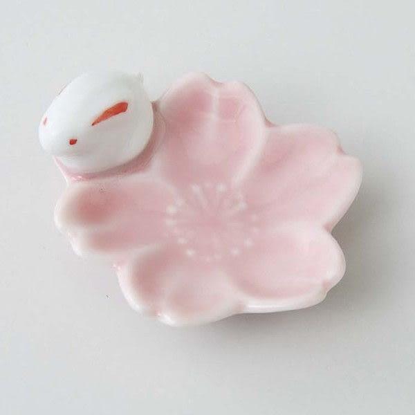 【日本直送】西海陶器 粉紅櫻花小兔陶瓷筷架(10入) 20g