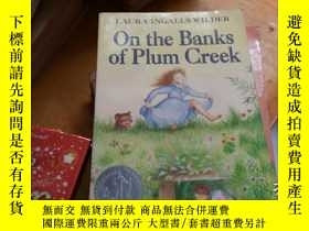 二手書博民逛書店On罕見the Banks of Plum CreekY1618