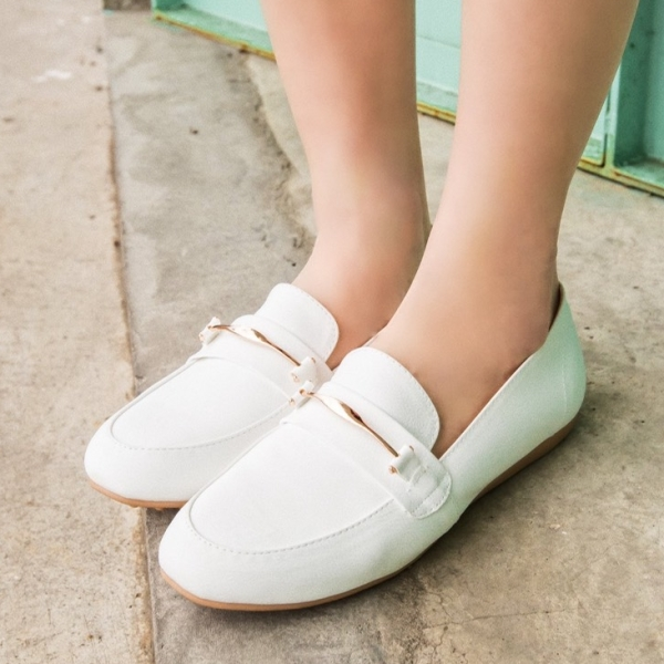 豆豆鞋.MIT氣質百搭金屬環樂福平底包鞋.白鳥麗子