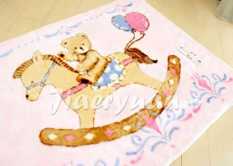 【佳兒園婦幼館】日本西川 木馬熊發熱中童毯100x140cm (粉色)