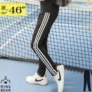 ■光澤感彈力螺縈面料 ■伸縮自在的鬆緊腰頭 ■滾條拉長下身比例 ■動感合身顯瘦版型 ■休閒運動必備款