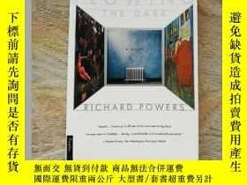 二手書博民逛書店Plowing罕見the DarkY408200 Richard Powers(理查德•鮑爾斯) Picado