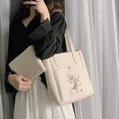 刺繡包包包包女斜背可愛仙女水桶包2020...