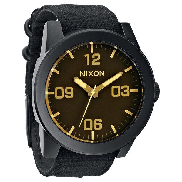 NIXON The CORPORAL 粗曠潮流時尚運動腕錶(淺黃黑)