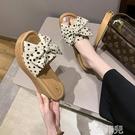 厚底拖鞋 坡跟拖鞋女夏季外穿新款時尚蝴蝶結韓版防水台鬆糕厚底魚嘴鞋 韓菲兒