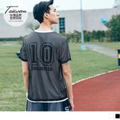 OB嚴選《KS0230-》台灣品質.世界同布~數字印花運動網布上衣.2色--適 S~XL