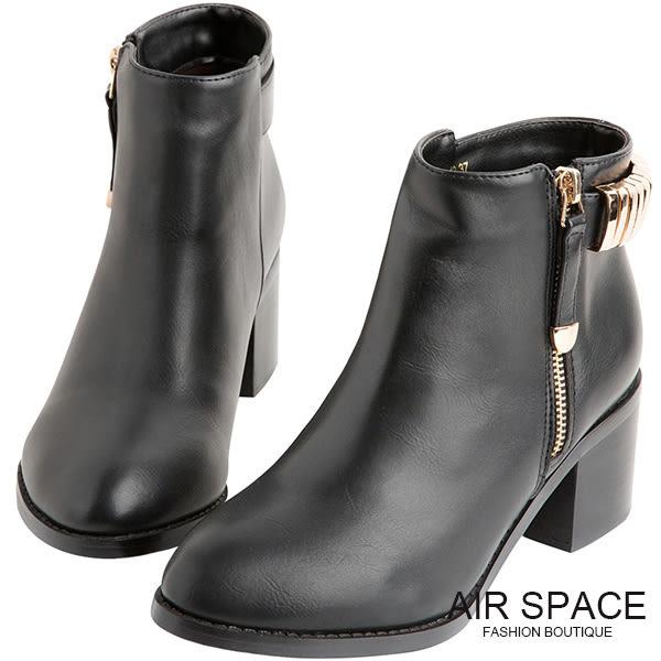 短靴 金屬釦環造型尖頭粗跟踝靴 (黑)-AIR SPACE