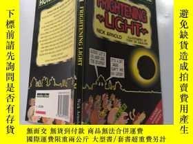 二手書博民逛書店FRIGHTENING罕見LIGHT 可怕的光Y200392