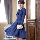 翻領雙排扣風衣型大裙襬長袖洋裝(配腰帶)...