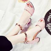 夏季韓版粗跟新款女鞋休閒百搭高跟一字帶扣露趾中空磨砂涼鞋 俏腳丫