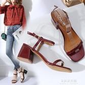 2019春夏新款女鞋一字帶方頭粗跟涼鞋女高跟黑色漆皮露趾涼鞋中跟 朵拉朵