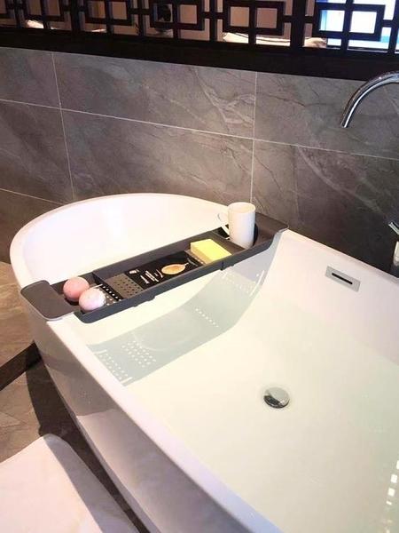 浴室置物架 衛生間浴缸架多功能洗澡收納架可伸縮防滑塑料架泡澡置物架 萬寶屋