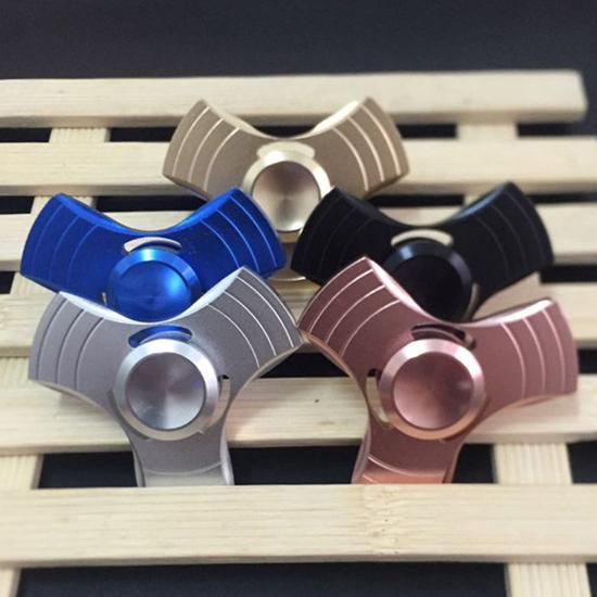 鋁合金輕小款指尖陀螺 鋁合金 輕小型 三角 手指玩具 抗煩躁【P025-4】米菈生活館