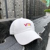KUMO SHOES-現貨 Vans Rainbow Logo Cap 老帽 米白 小Logo 彩虹 彩色 彩標 帽子 刺繡 棒球帽 鐵扣 白色