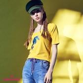 【SHOWCASE】休閒合身大圓領海馬亮片彈性棉質T恤(黃色)