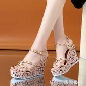 坡跟凉鞋 新款夏季坡跟凉鞋女坡跟露趾鉚釘厚底涼鞋防水臺百搭坡跟凉鞋 aj1786『美鞋公社』