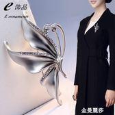 時尚日韓高檔百搭珍珠蝴蝶孔雀胸針別針水晶韓國胸花女配飾披肩扣 金曼麗莎