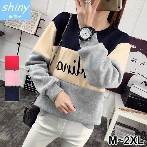 【V2121】shiny藍格子-獨領時尚.配色字母圓領刷毛長袖上衣