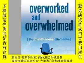 二手書博民逛書店Overworked罕見and Overwhelmed: The Mindfulness Alternative奇
