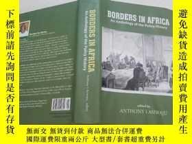 二手書博民逛書店英文原版書:BORDERS罕見IN AFRICA An Anth
