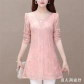 粉紅色 大尺碼蕾絲上衣新款長袖鏤空寬鬆胖MM中長款遮肚子洋氣打底衫 DR30032【男人與流行】