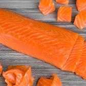 ㊣盅龐水產 ◇冷燻鮭魚1kg◇淨重1kg±5%/包 ◇零 $875元/包 鮭魚沙拉必備 料理百搭 零售 團購 餐廳