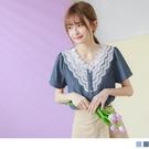 《AB13245-》甜美蕾絲雕花V領拼接珍珠釦棉質上衣 OB嚴選