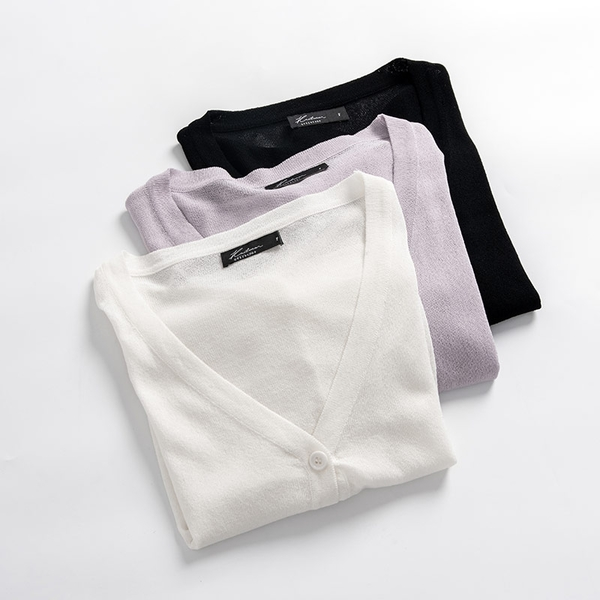Queen Shop【01012650】V領排釦抽繩設計短版針織上衣 三色售*現+預*